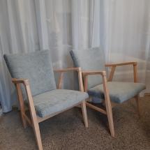 Tuolien maalinpoisto ja lakkaus. Verhoilu ja kuva: Verhoomo Tehdas